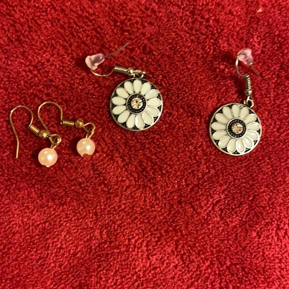 2/$7 paparazzi set of 2 earrings (112)